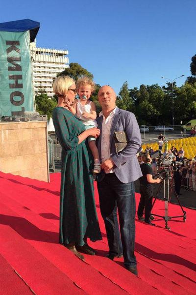 Гоша Куценко с женой и дочкой