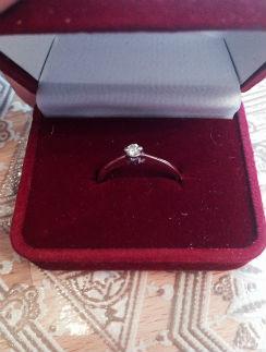 Муж подарил Елене кольцо с бриллиантом