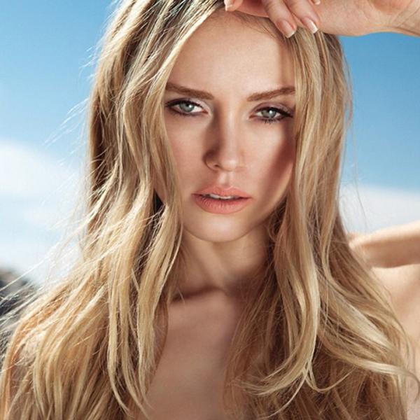 Ксения запомнилась поклонникам как русоволосая красавица с длинными волосами
