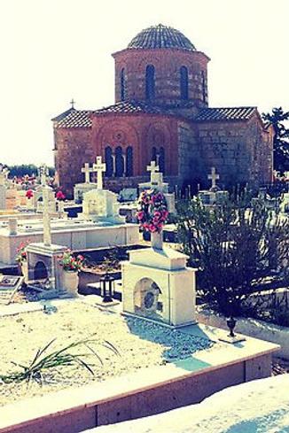 Греческое кладбище впечатлило Анфису и показалось ей очень красивым