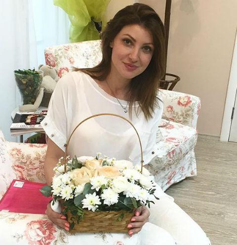 Анастасия Макеева восстанавливает силы на отдыхе