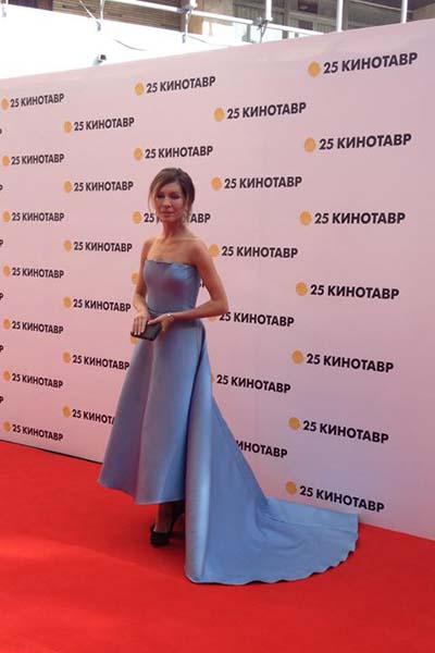 Елена Подкаминская выбрала платье со шлейфом и не прогадала