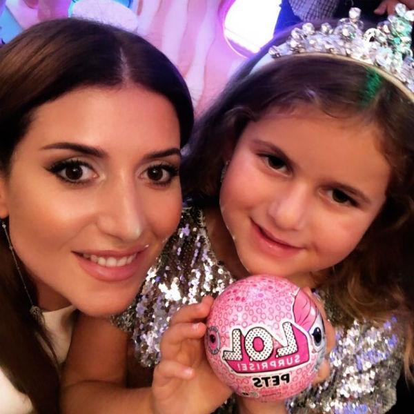 Жасмин с дочкой