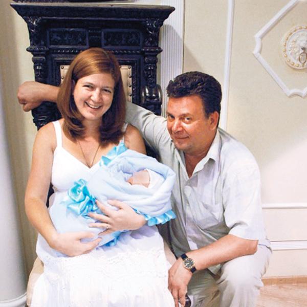 У Светы и ее мужа Михаила есть кровный сын Никита, ему три года