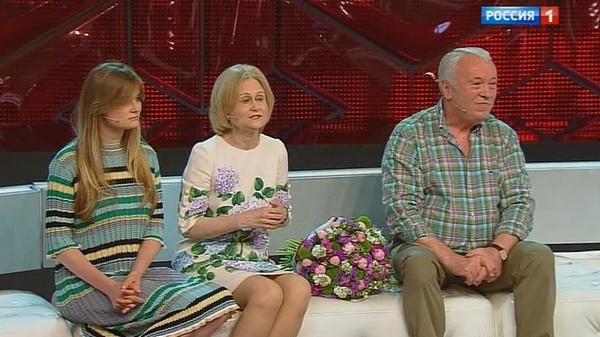Дарья Донцова с мужем и дочерью