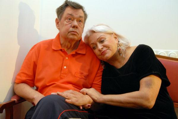 Супруга во всем поддерживает Караченцова