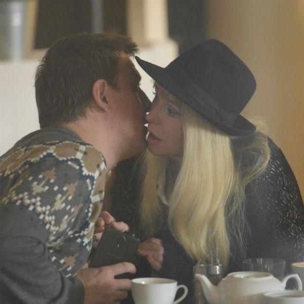 В ресторане пара не скрывала своих чувств