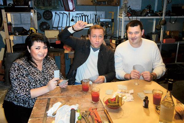 Георгий Дронов с радостью показал семье съемочную площадку