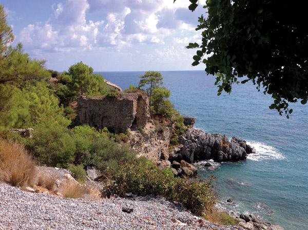 Сейчас на месте храма VIII века руины