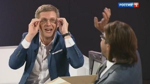 Борис Корчевников примерил очки Андрея Малахова