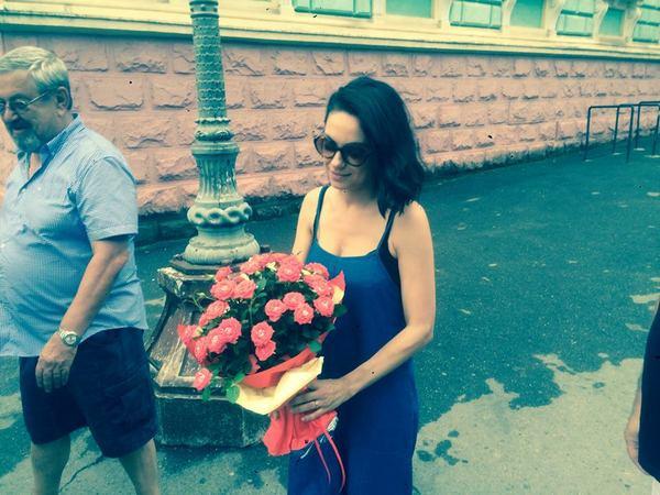 Мила Кунис также привезла в Черновцы одного из своих детей