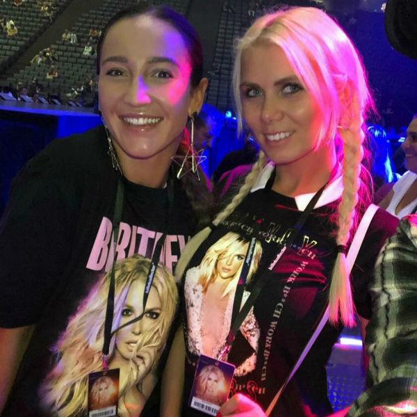 Ольга Бузова с подругой на концерте Бритни Спирс
