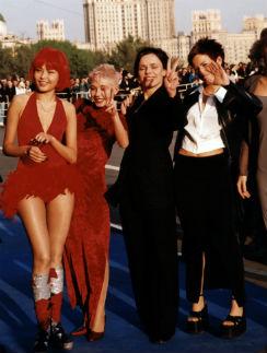 Группа «Стрелки» времен хита «Ты бросил меня», вторая слева – Катя Кравцова