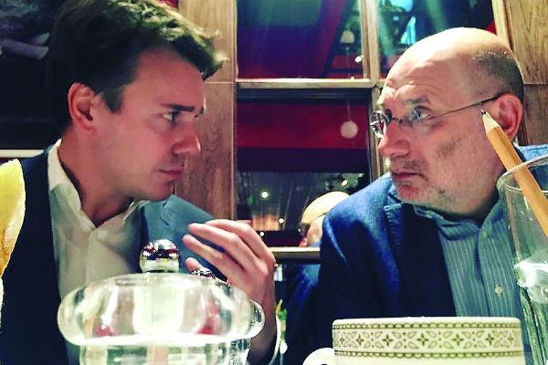 Борису Акунину не жалко потратить время на общение с коллегой