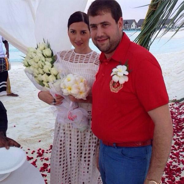 Жасмин и Илан Шор во время свадебной церемонии на Мальдивах
