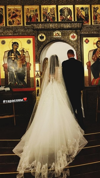 Дмитрий Тарасов и Анастасия Костенко в церкви
