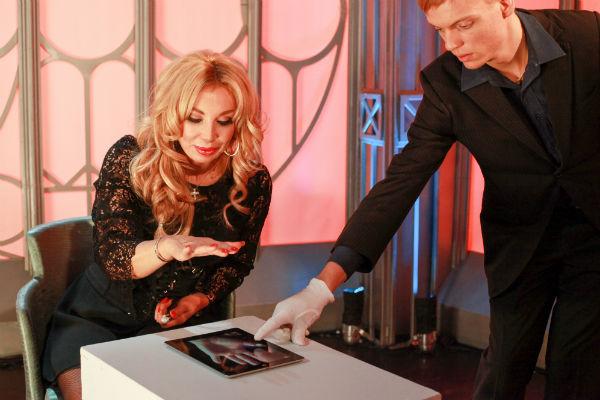 Маша Распутина на съемках шоу «Человек невидимка»
