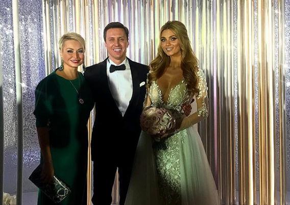 Катя Лель с женихом и невестой