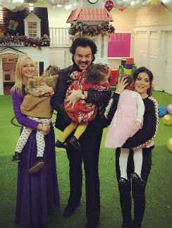 Кристина Орбакайте с дочкой Клавой, Филипп Киркоров с Аллой-Викторией и Ани ЛОрак с дочкой Софией