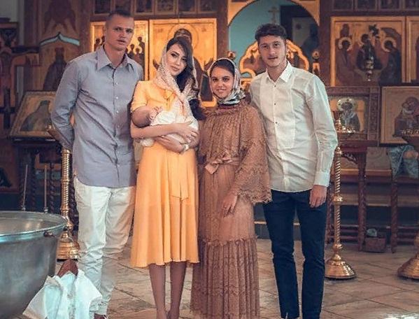 Тарасов с супругой крестили малышку