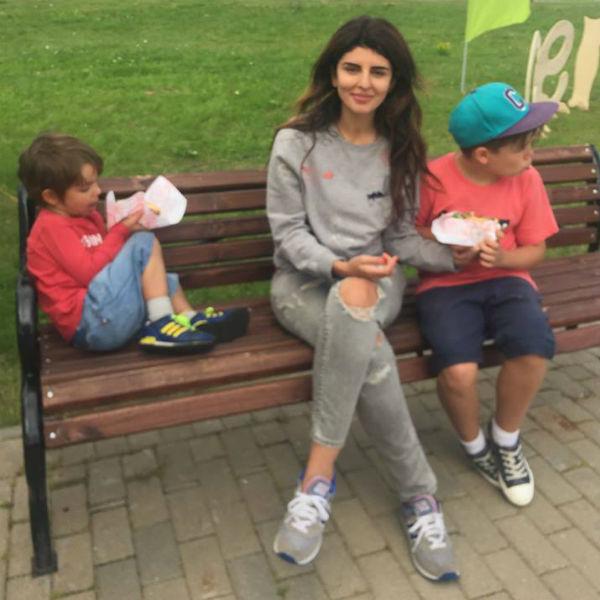 Сейчас Жанна воспитывает двух сыновей