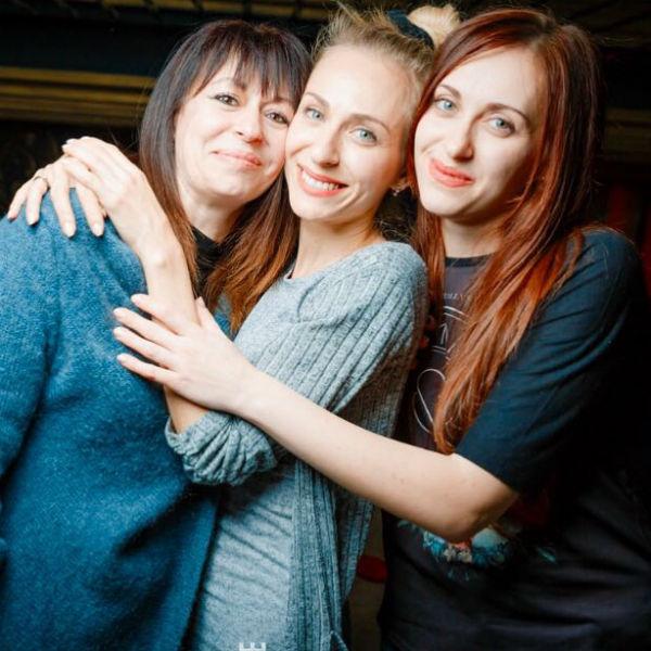 Екатерина вместе с мамой (слева) и сестрой