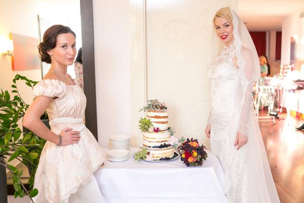Стилисты «Peggy Sue Beauty Catering Service» часто работают на свадьбах, причем сделать красивой могут не только невесту, но и гостей