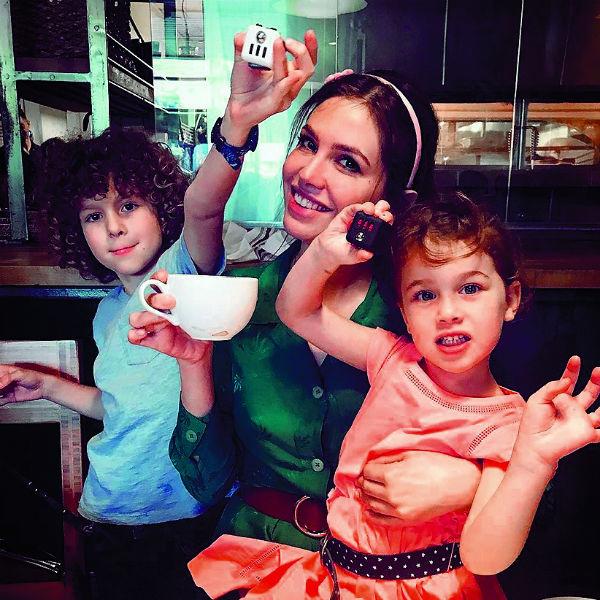 У пары двое детей – сын Аарон (8 лет) и дочь Лея (4 года)