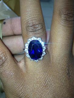 Это кольцо Ник подарил Бобби Кристине в августе
