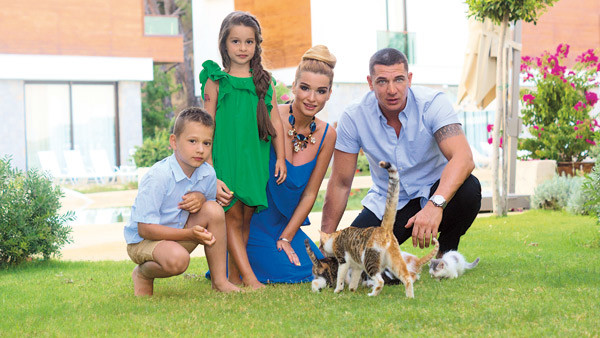 «Дети нашли кошачье семейство, играли с ним и постоянно подкармливали», – говорит Ксюша
