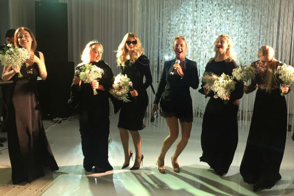 Подруги невесты удивили гостей творческим сюрпризом