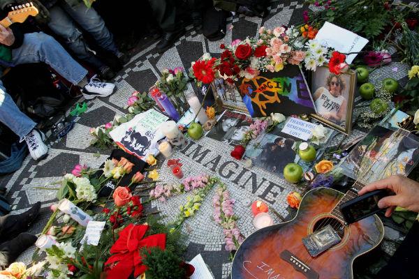 В Центральном парке Нью-Йорка часто собираются поклонники Джона Леннона