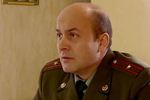 Гришечкин прославился благодаря роли майора Староконя в сериале «Солдаты»
