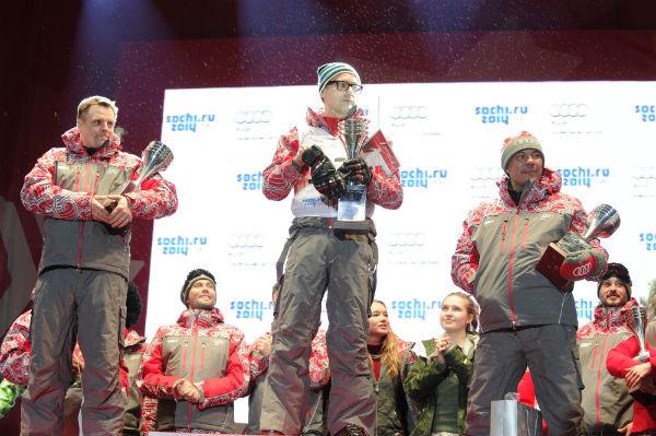 У мужчин на лыжах первым к финишу пришел Дмитрий Федоров, второе место занял Александр Носик, а третье - Костя Цзю