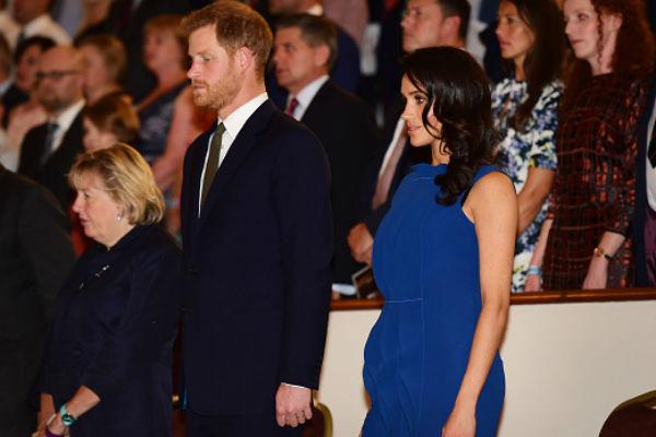 О беременности Маркл стали говорить после того, как поклонники заметили округлившийся животик на некоторых ее фото