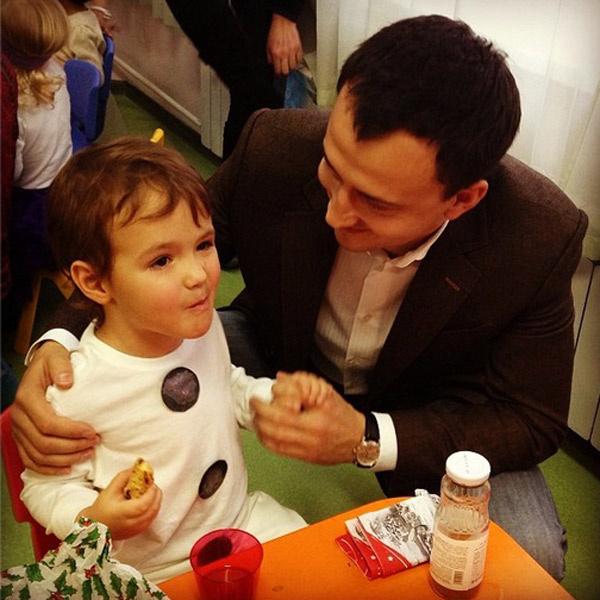 Алексей с сыном Богданом после утренника