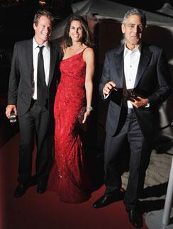 Джордж Клуни и Синди Кроуфорд с мужем
