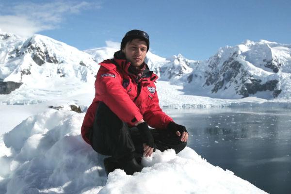 В Антарктиде съемочная группа даже позагорала
