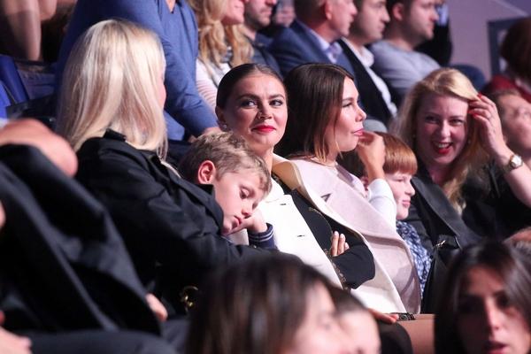 """Алина Кабаева с подругой на шоу """"Алексей Немов и легенды спорта"""""""