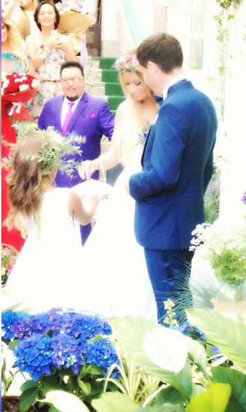 Кольца жениху и невесте подавала дочь Полина