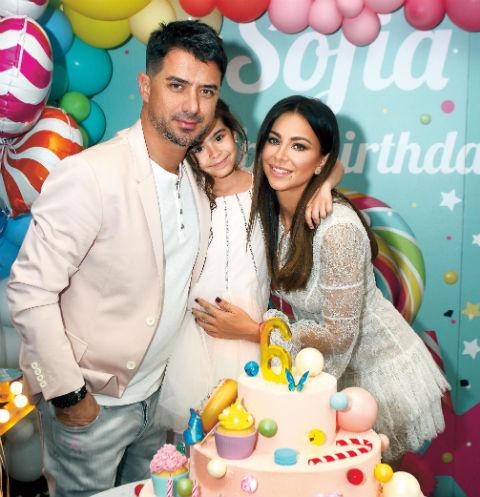 Артистка с мужем Муратом и их дочкой Софией