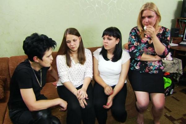Елена Голунова с обитателями квартиры