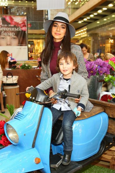 Певица Зара с сыном Даней