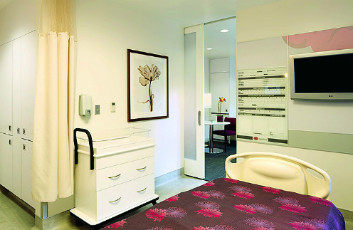 """Послеродовая палата категории """"делюкс"""" роддома Cedars-Sinai Medical Center в Лос-Анджелесе"""
