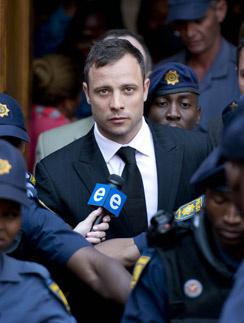 Оскар Писториус покидает здание суда