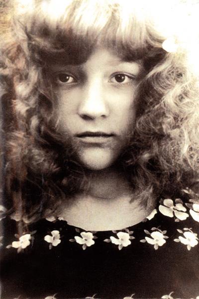 Татьяна с детства увлекалась музыкой, окончила школу по классу фортепиано