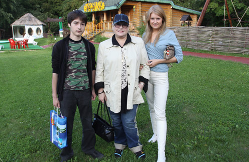 Лидия Федосеева-Шукшина с внуками Васей и Аней