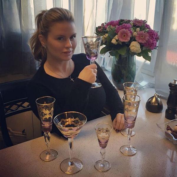 Анна вовсю готовится к встрече Нового года