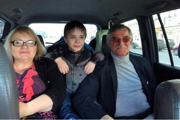 Данил Плужников вместе с родителями