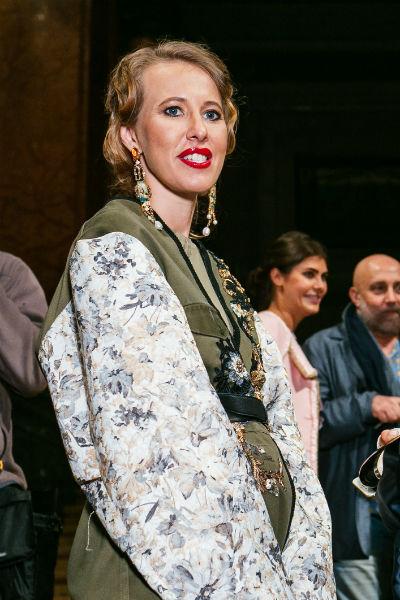 Ксения Собчак на открытии выставки художника Льва Бакста